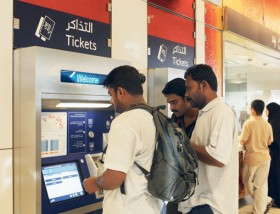 Ahmed Ramzan/Gulf News Many commuters have complained that vending machines for tickets do not work so they find it difficult to top up their Nol cards.