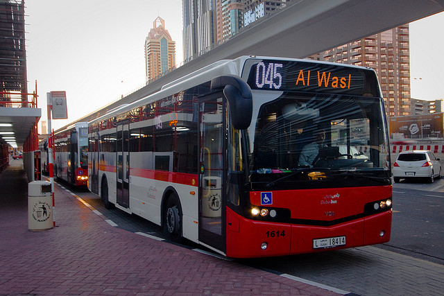 how to become driving instructor in dubai